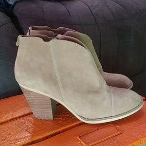 NWTs 14 & Union Stevie Lea boots size 8.5